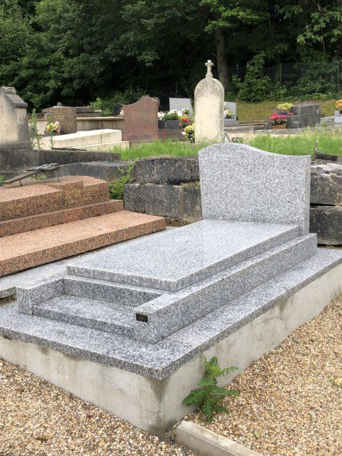 Construction monument funéraire